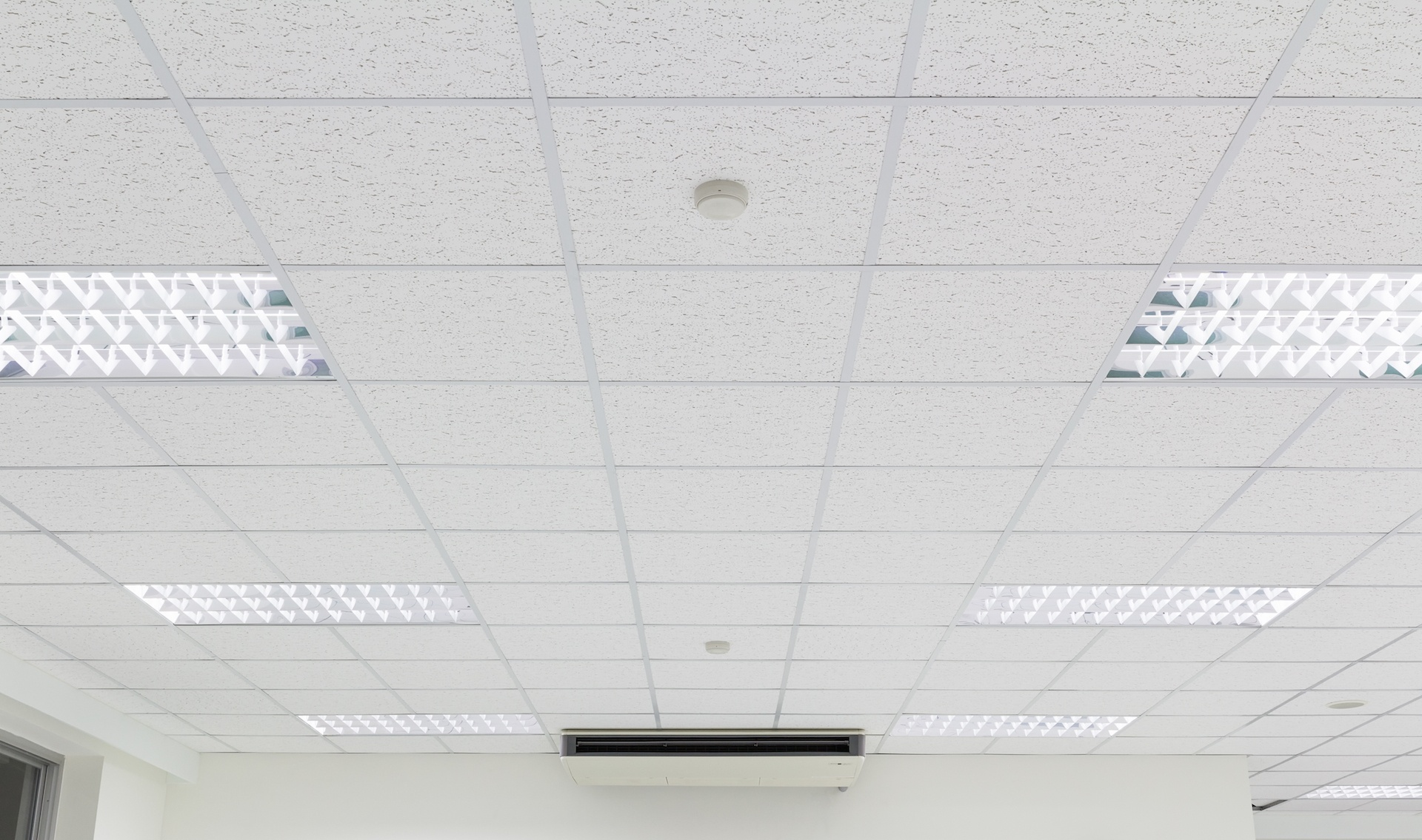 Plug-and-play LED replacement for T12 Fluorescents